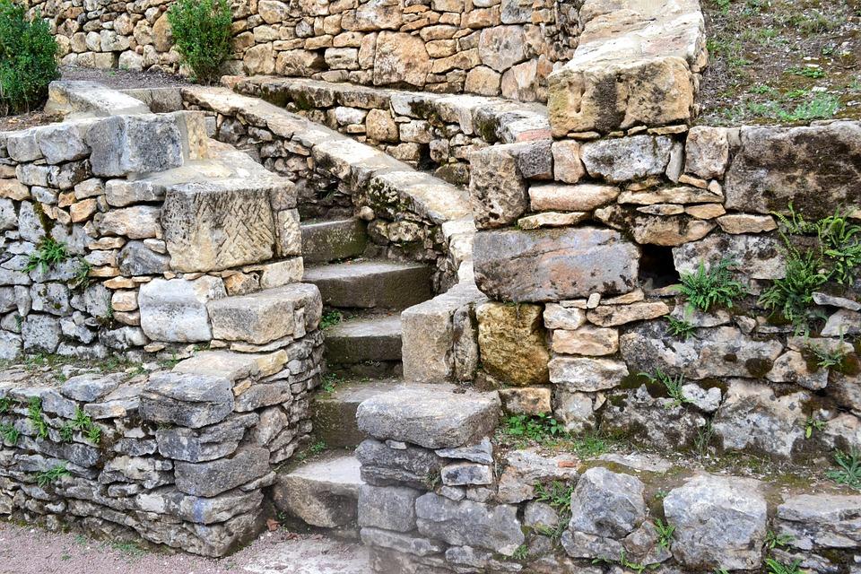 mur en pierre sèches